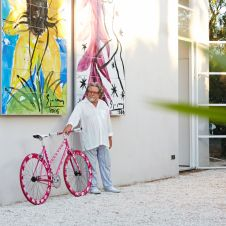 Art-Bike by Stefan Szczesny, handpainted bicycle pink, photo with artist