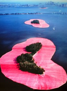 Surrounded Islands by Christo und Jeanne-Claude